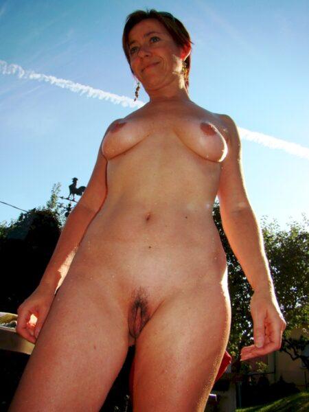Femme adultère sur l'Eure qui est seule
