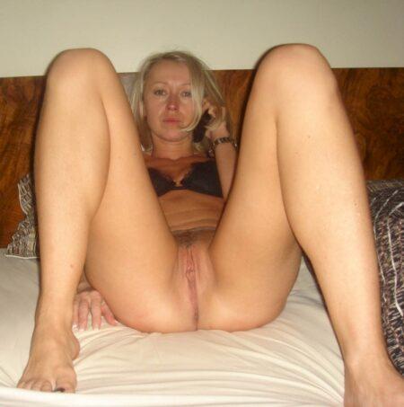 Femme cougar sexy docile pour homme clean