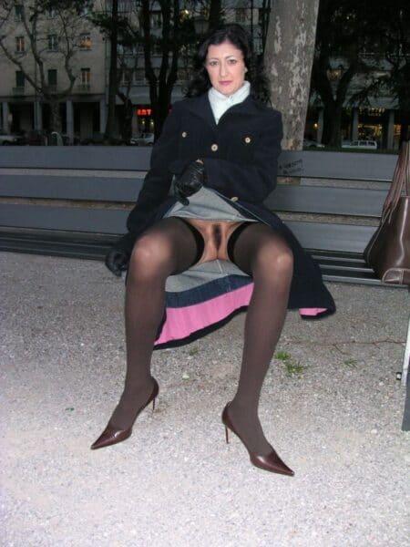 Femme infidèle sexy dominante pour amant qui obéit