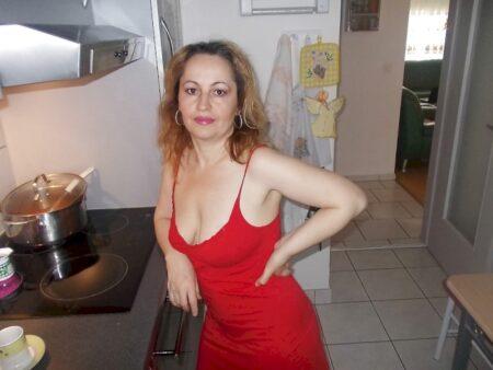 Femme mature domina pour libertin qui aime la soumission