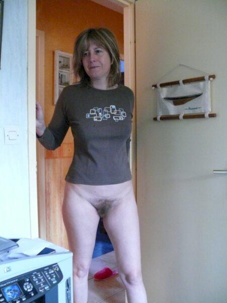Femme sexy docile pour amant qui aime soumettre de temps à autre disponible